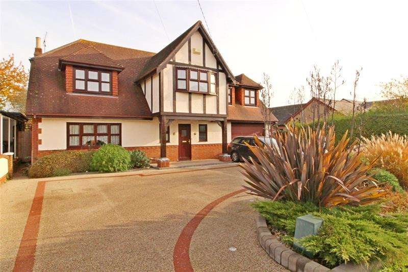 4 Bedrooms Detached House for sale in Golden Cross Road, Rochford, Essex, SS4