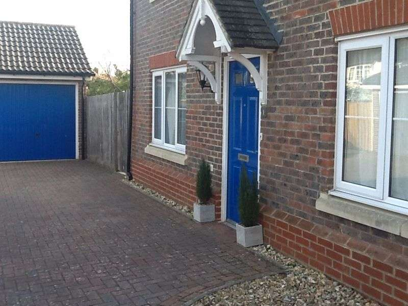 3 Bedrooms Property for sale in Knights Mead, Lingfield, Surrey