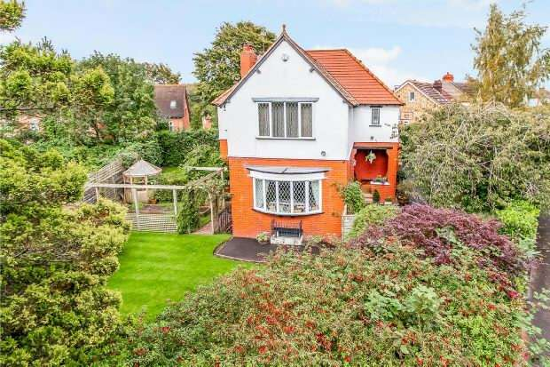 4 Bedrooms Detached House for sale in Hermitage Road, Hale