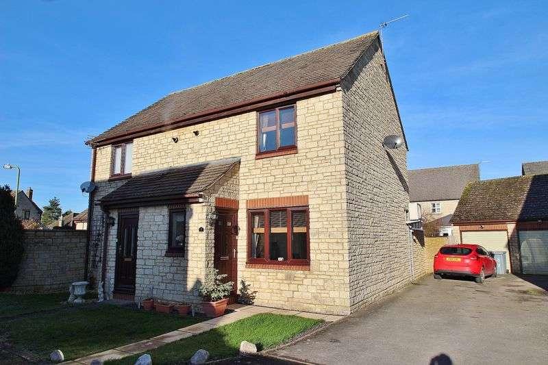 2 Bedrooms Property for sale in Chestnut Close, Brize Norton