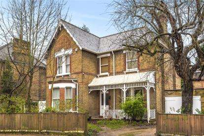 4 Bedrooms Detached House for sale in Barnmead Road, Beckenham