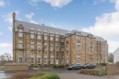 3 Bedrooms Flat for sale in Parklands Oval, Glasgow, Lanarkshire
