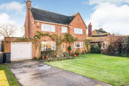 3 Bedrooms Detached House for sale in Loxley Road, Stratford-Upon-Avon, Warwickshire