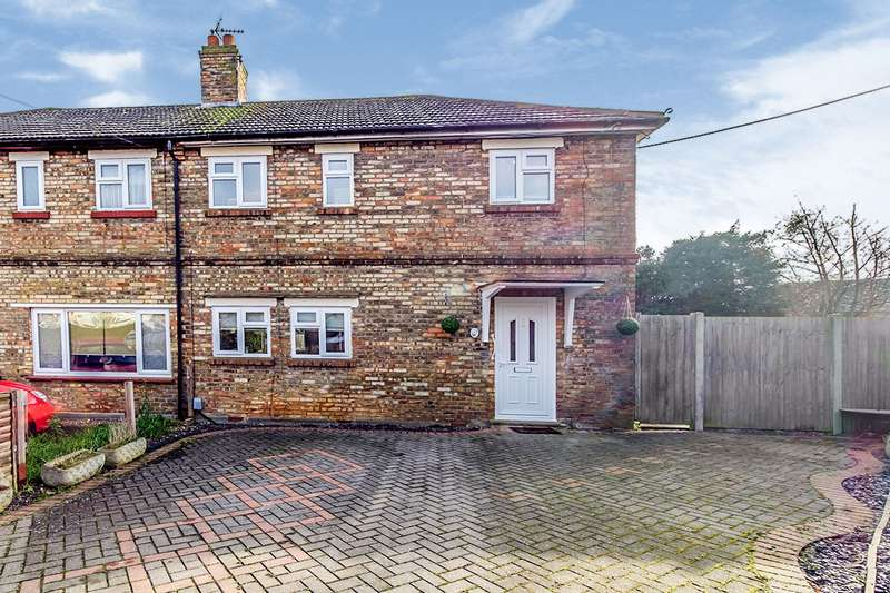 2 Bedrooms Semi Detached House for sale in Roffen Road, Rochester, Kent, ME1