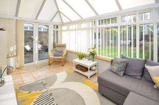 3 Bedrooms Semi Detached House for sale in Laxton Way, Faversham, Kent