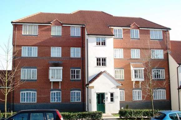 2 Bedrooms Flat for rent in Nodeway Gardens, Welwyn