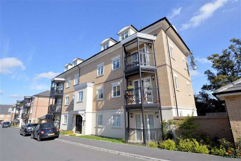 2 Bedrooms Flat for sale in Buckingham Road, Epping