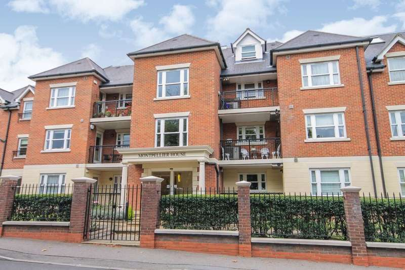 2 Bedrooms Flat for sale in Manor Road, Chigwell, IG7