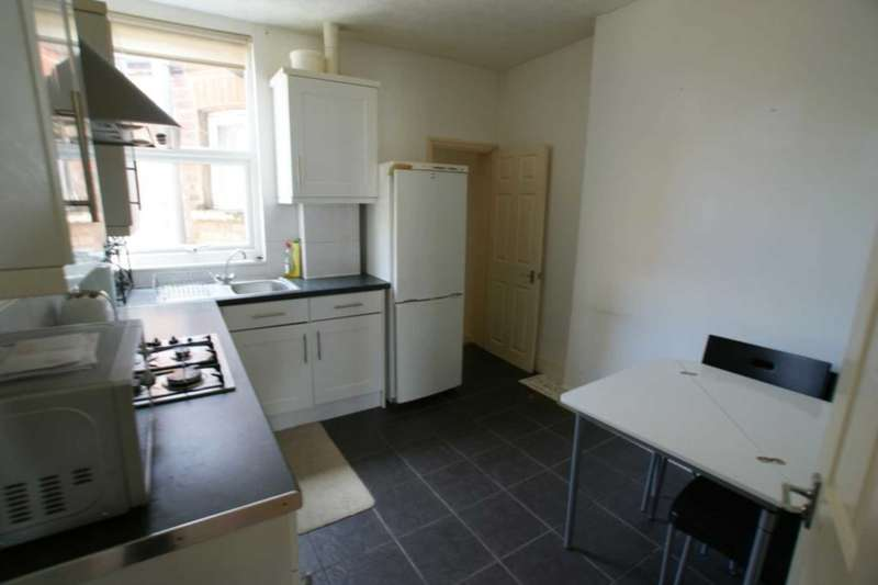 3 Bedrooms Flat for rent in Turnpike Lane, London