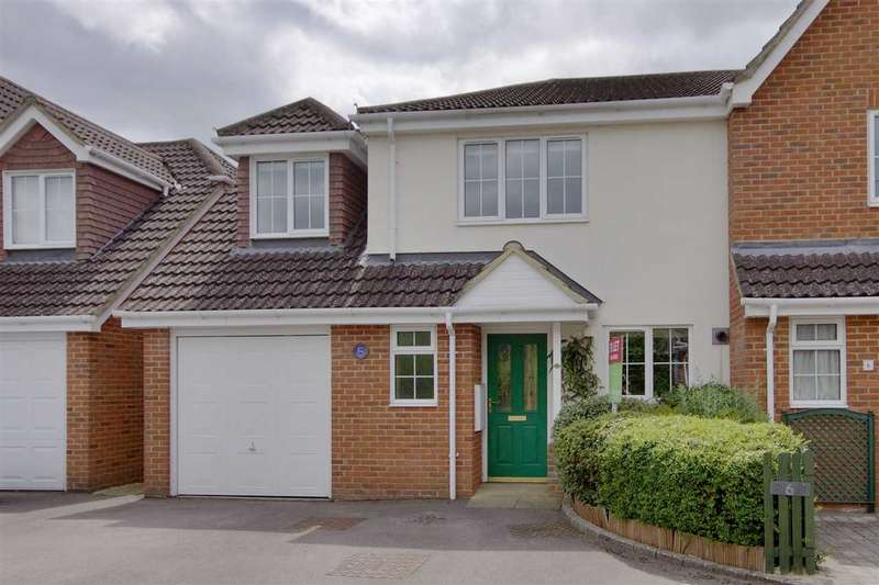 4 Bedrooms Semi Detached House for sale in Farmers Garden, Overton