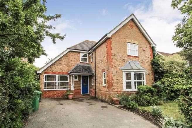 4 Bedrooms Detached House for sale in Nineacres, Cippenham, Slough