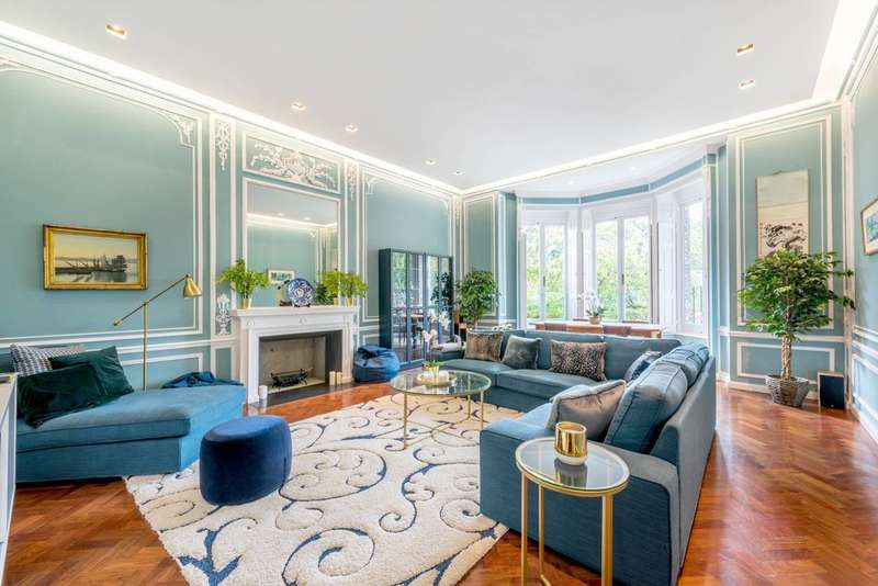 4 Bedrooms Maisonette Flat for sale in Lyndhurst Terrace, Hampstead, NW3