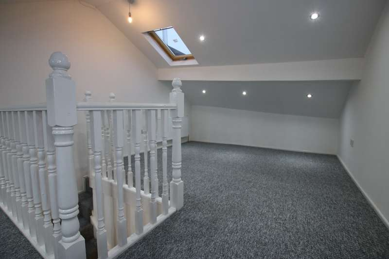 3 Bedrooms Terraced House for sale in New Bank Road, Revidge, Blackburn