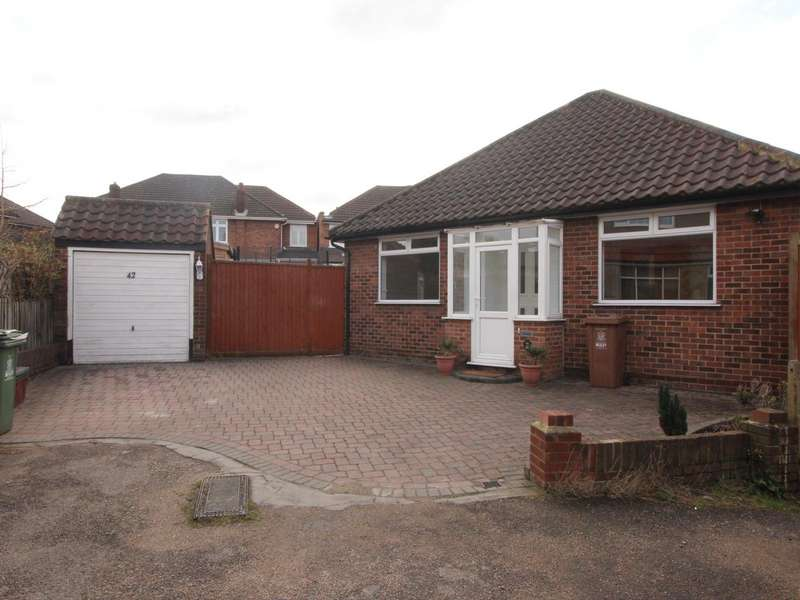 2 Bedrooms Detached Bungalow for sale in Warwick Road, Welling, Kent, DA16