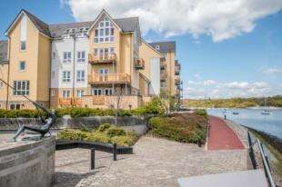 4 Bedrooms Flat for sale in Rivermead, St. Marys Island, Chatham, Kent