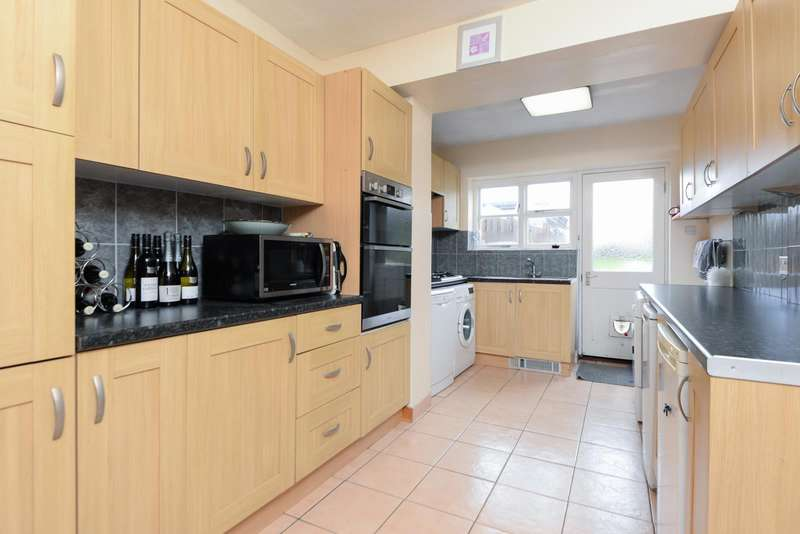 3 Bedrooms Semi Detached House for sale in London Road, Ditton, Aylesford, ME20
