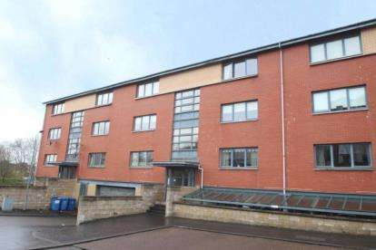 2 Bedrooms Flat for sale in Bellwood Street, Glasgow