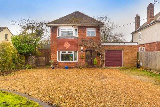 3 Bedrooms Detached House for sale in Aldershot Road, Ash, Surrey