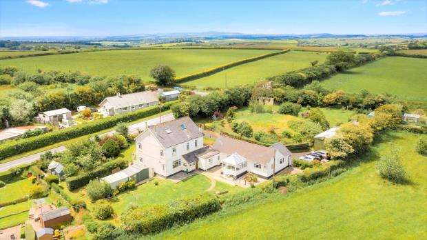 7 Bedrooms Detached House for sale in Mid Taphouse, Liskeard, Cornwall