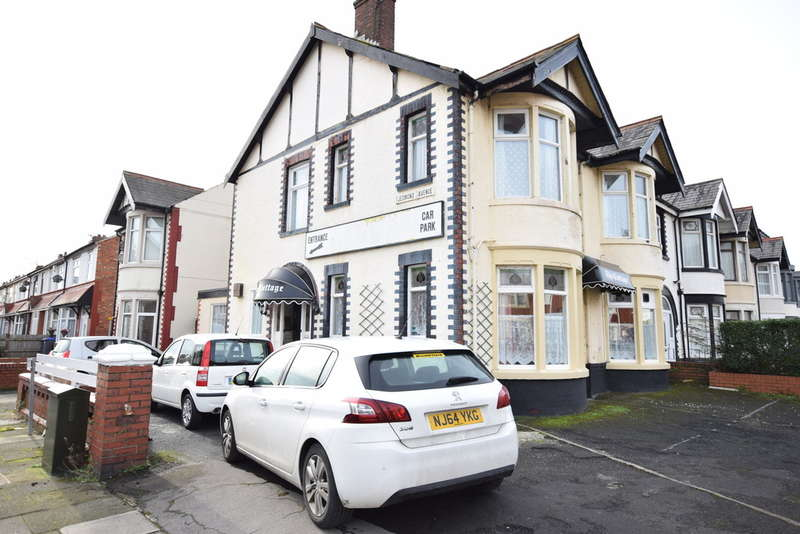 6 Bedrooms End Of Terrace House for sale in Jesmond Avenue, Blackpool