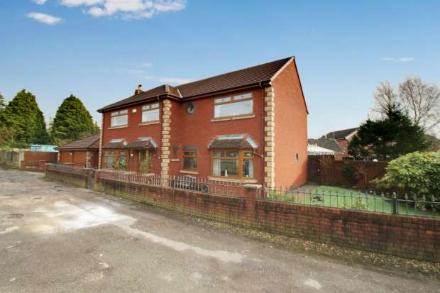Detached House for sale in Georges Lane, Wigan, Lancashire, WN1 3HQ