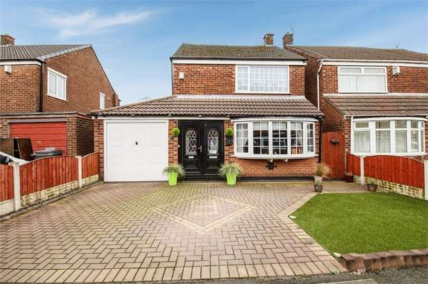 4 Bedrooms Detached House for sale in Birch Avenue, Failsworth, Manchester, Lancashire