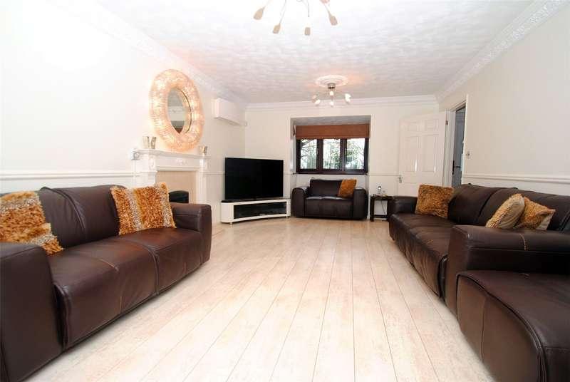 4 Bedrooms Detached House for sale in Warren Lane, Grays, Essex, RM16