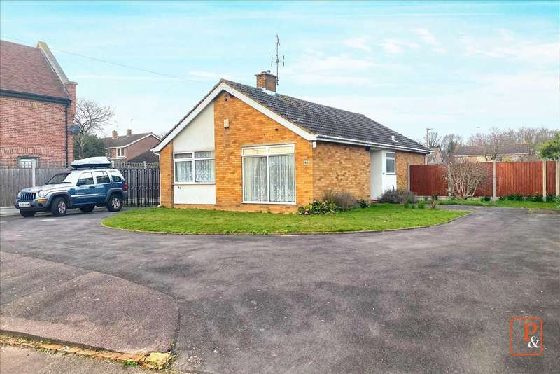 2 Bedrooms Detached Bungalow for sale in Bromley Road, Colchester, CO4