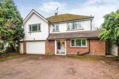 4 Bedrooms Detached House for sale in Langley Road, Watford, Hertfordshire, .