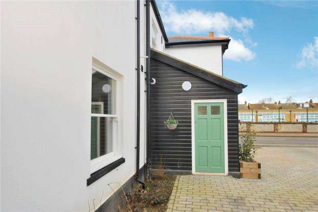 2 Bedrooms Apartment Flat for sale in East Street, Southend-on-Sea, Essex