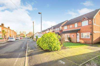 2 Bedrooms Semi Detached House for sale in Townsend Road, Swinton, Manchester, Greater Manchester