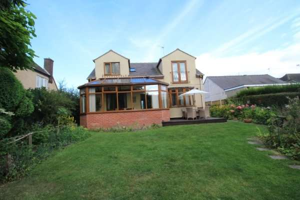 4 Bedrooms Detached Bungalow for sale in Eastwood Drive, Calow, Chesterfield, Derbyshire, S44