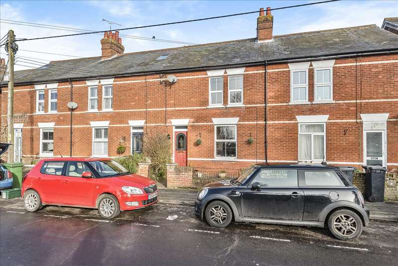 2 Bedrooms Terraced House for sale in Station Road, Whitchurch
