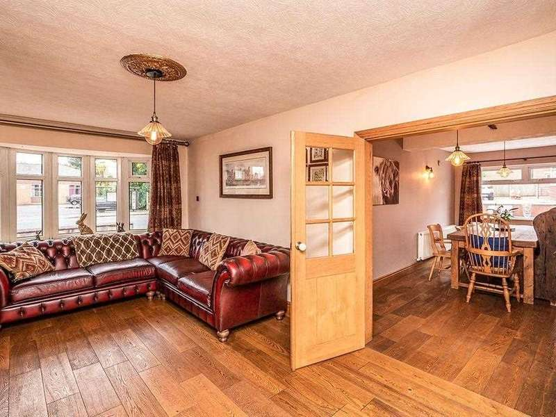 3 Bedrooms Semi Detached House for sale in Manchester Road, Clifton