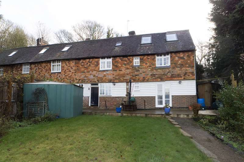 3 Bedrooms Semi Detached House for sale in Park Gate Cottages TN3