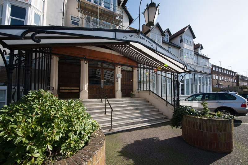 2 Bedrooms Apartment Flat for sale in Beach Road, Westgate-On-Sea