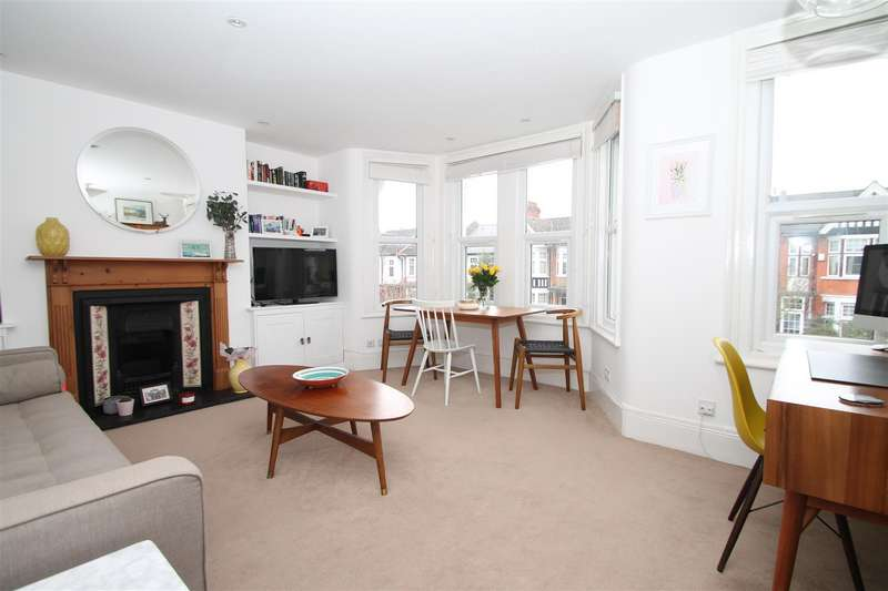 2 Bedrooms Flat for sale in Park Avenue, Palmers Green, London N13
