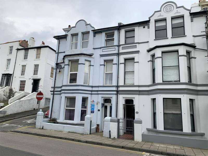 2 Bedrooms Ground Flat for sale in Sandgate High St, Sandgate, Folkestone, CT20 3BY