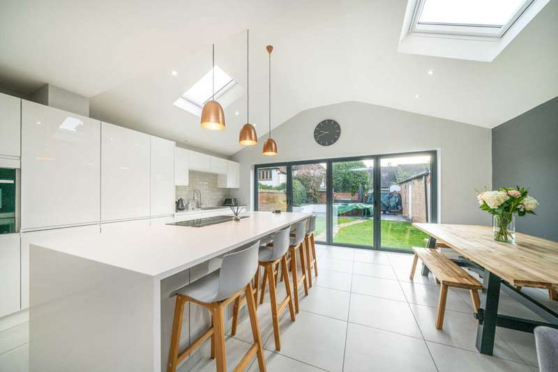 4 Bedrooms House for sale in Modern Open Plan, OVER 1300 SQ FT, Garage