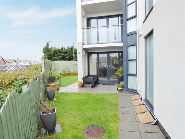 2 Bedrooms Flat for sale in Station Road, Deganwy, Conwy