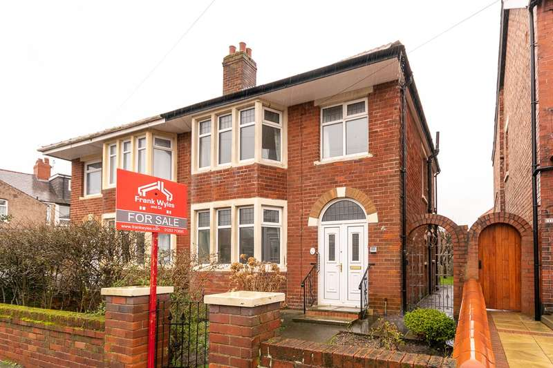 3 Bedrooms Semi Detached House for sale in Ryburn Avenue, Blackpool, FY4