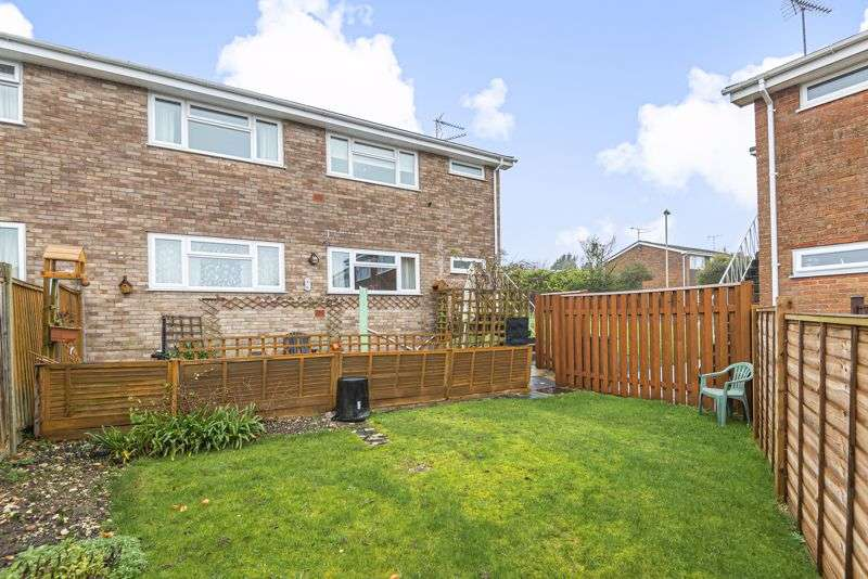 2 Bedrooms Property for sale in Wooteys Way, Alton