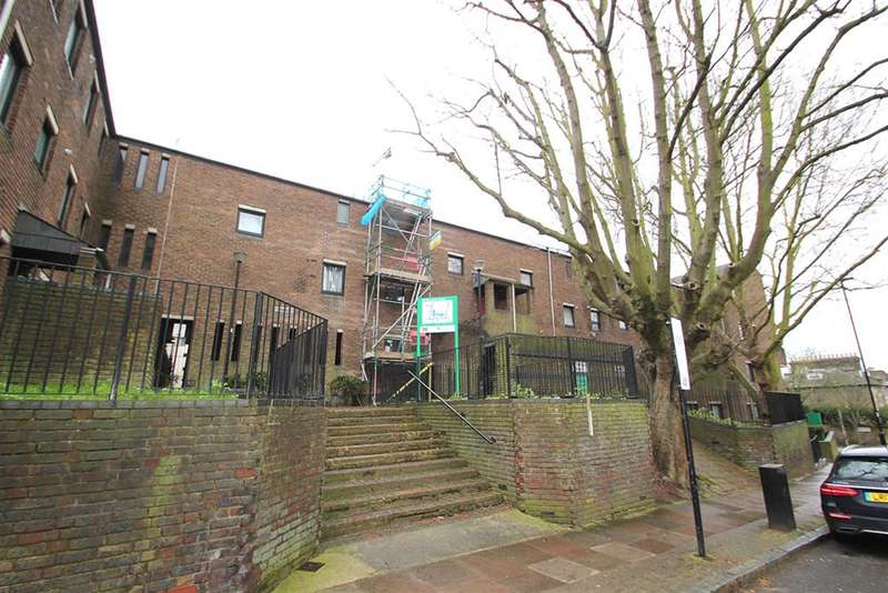 3 Bedrooms Flat for sale in Westerdale Court , London, N5 1TQ