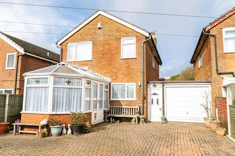 4 Bedrooms Link Detached House for sale in Highbury Road West, Lytham St Annes, FY8