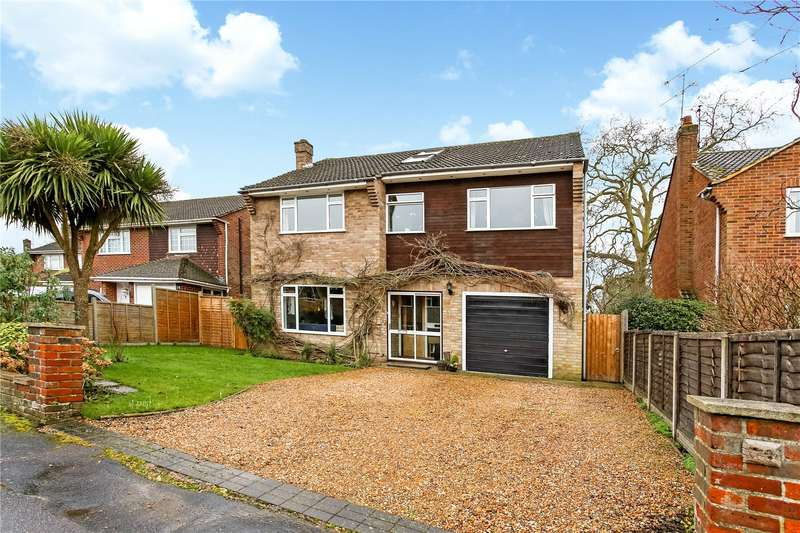 5 Bedrooms Detached House for sale in Carlyon Close, Farnborough, Hampshire, GU14