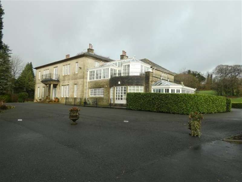 2 Bedrooms Ground Flat for sale in Holmfirth Road, Greenfield, Oldham, OL3 7DR