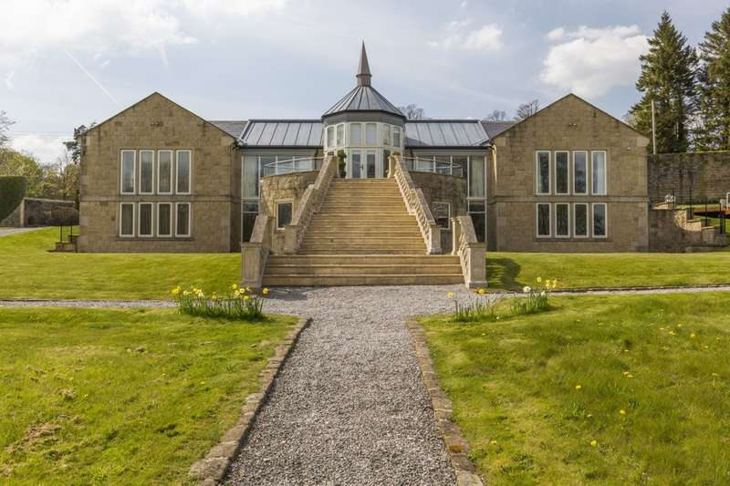 6 Bedrooms Detached House for sale in The Gardens, Carr Head Lane, Cowling
