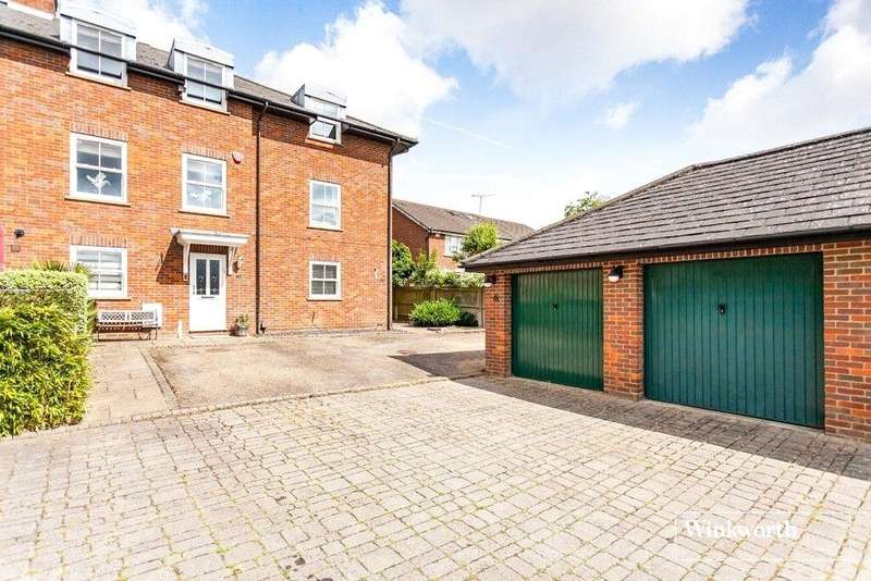 4 Bedrooms Terraced House for sale in Grace Avenue, Shenley, Radlett, Hertfordshire, WD7