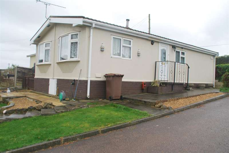 2 Bedrooms Park Home Mobile Home for sale in DAMSON DRIVE, HOO ST. WERBURGH