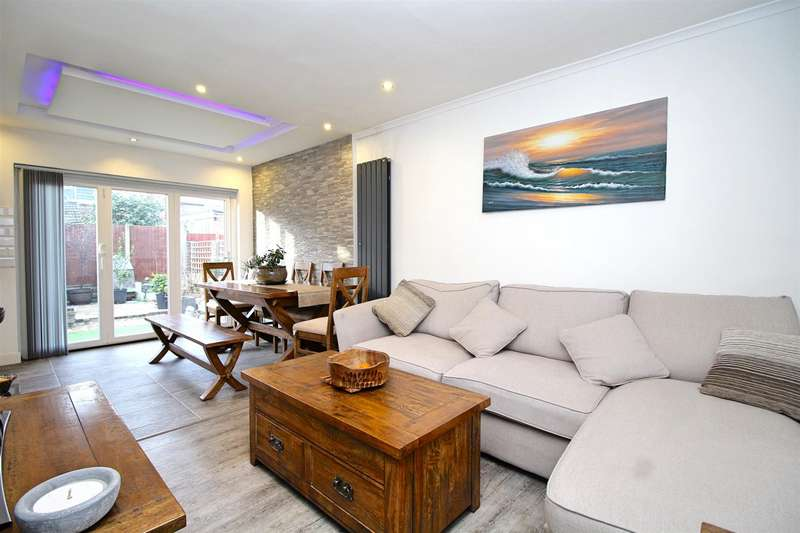 3 Bedrooms Detached House for sale in Chichester Road, Edmonton, N9